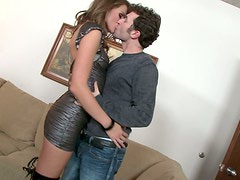 Raunchy brunette bitch Tori Black gives sloppy blowjob