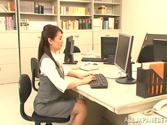 Peachy Asian mature babe enjoys a hardcore office sex.