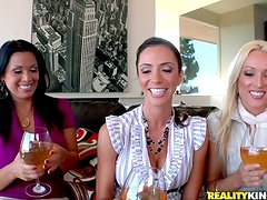Four Milf Babes Drink and Contend in CFNM Deepthroating