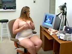 Chubby Girl is on her Cam Fingering her Wet Pussy to Get Off