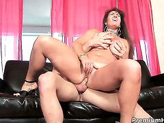 Anita Cannibal with gigantic knockers gives