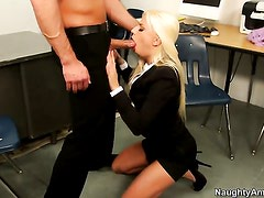 Bill Bailey seduces Perfect bodied wench Jessie