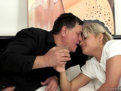 Horny Blond Babe With a Nice Ass Bangs Older Dude