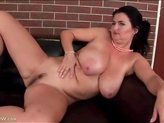 Oiled up mature with curves fingers pussy