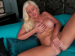 Chloe Dee gets the pleasure from pussy dildoing