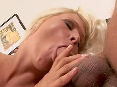 Blonde Katy Anderson fucks in her hairy hole