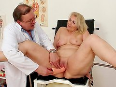 Gynecologist makes her go horny