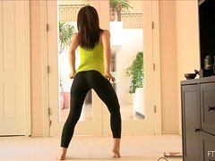 A slim girl shows her nice booty while doing exercises