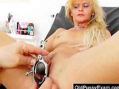 Milf gets a great gyno exam