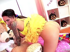 Christy Mack plays w/ her pussy on Halloween