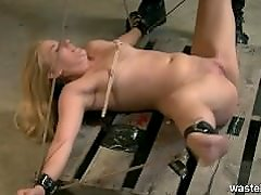 Blonde gets her pussy messed penetrated and vibrated to orgasm