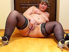 plump stockings pissing into a bowl and then wets feet in the urine)