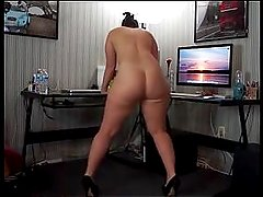 Big ass french milf shakes her juicy ass - 99hotcamgirls.com