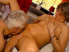 HausFrau Ficken - Mature German housewife gets cum on tits in hardcore sex
