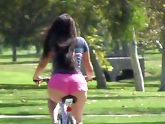 Cycling babe oils up for a horny ride