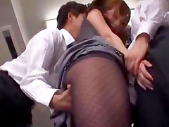 Teacher Getting Her Tits Rubbed Pussy Licked Stimulated With Vibrator By 2 Schoolguys In The Empty Classroom