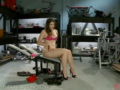 Machine Fucks a Hot Babe In The Ass