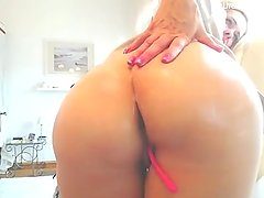 hot blonde milf playing till orgasm p1