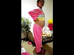 CHINESE SHOW FACE PREGNANT GIRL LIGHT ASS DANCE IS VERY FUNNY