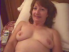 Horny mature babe slides her phone in her pussy