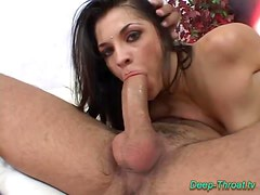 Deepthroat sex babe does oral