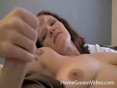 Curvy tattooed girl loves to suck on cock
