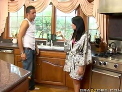 Desperate Housewife Chelsea Rae Gets Fucked By One Of Her Workers