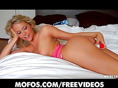 Big-booty blonde Mia Malkova loves her toys