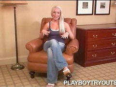 Beauty in jeans has a chat