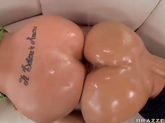Smoking Hot Milf Get An Oily Fuck From A Big Cock