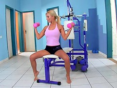 Blonde Nympho Masturbates While Doing Exercise
