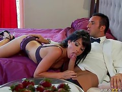 Brunette MILF Randi Wright Gets Fucked And Facialized