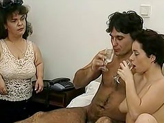 Short hairred babe gives a deep blowjob to a dude on the telephone
