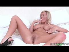 Blonde with a vibrator pleasures her pussy