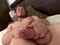 Nice beard on a dude that strokes and cums