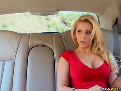 Heart-Stopping Blonde Babe Madison Ivy Gets a Hot Outdoor Sex Session