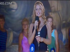 Blonde Sarah Michelle Gellar Wins The Beauty Contest