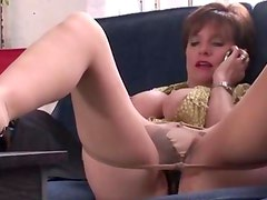 Lonely Lady Sonia masturbates
