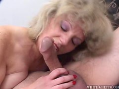 Fat fuck cums all over mummas face and loves it