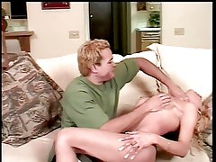 Guy and tranny play and tease