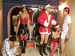 Navidad - Mother Claus knows how to make them happy