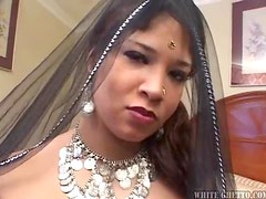 Sexy Indian whore ends up with the biggest creampie!