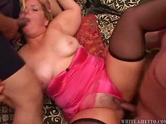 Big fat blonde mumma gets a nice creampie