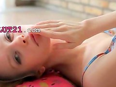 Superskinny doll beauty stripping