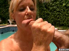 Great Blond MILF Blowjobs In The Pool