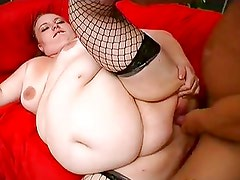 Big Plump Chick Squirts While Ge...