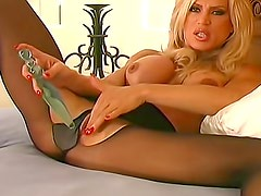 Sultry lips chick gives pantyhose pleasure