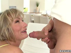 Holly Marie Invites a guy to her House so she can Suck his Cock