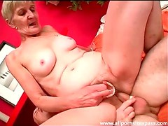 Granny with dentures out takes dick in cunt