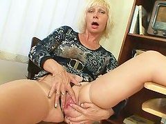 Milf master can not live without to masturbate after school